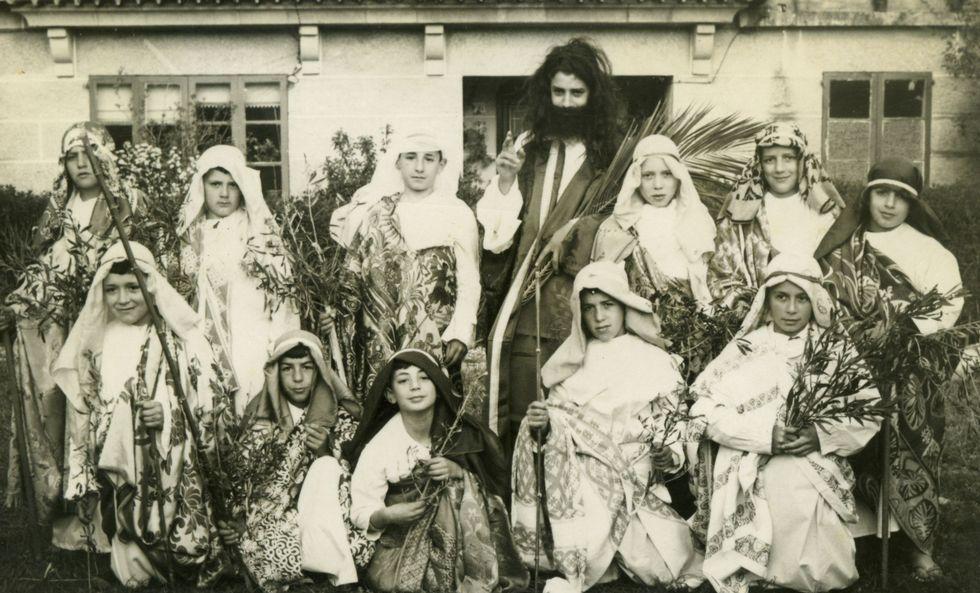 Imágenes de las romerías de O Faro, Cadeiras y A Ermida.Imaxe histórica dun domingo de Ramos a finais dos anos cincuenta.