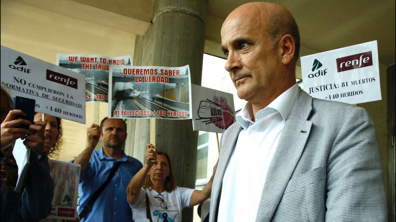 Víctimas del Alvia increpan al exdirector de seguridad de Adif