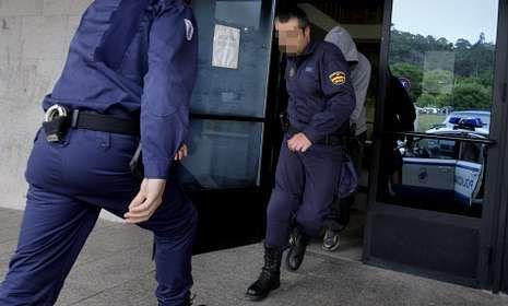 Jesús Villaverde, pasando ayer por la mañana a disposición judicial en Ribeira.