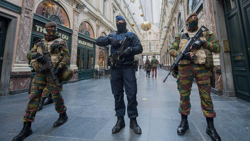 Bruselas, tomada por el ejército.Salida del «Centinela» el 19 de septiembre