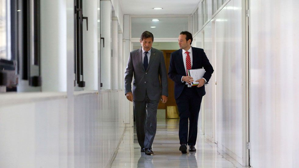 Maite Pagazaurtundúa.Javier Fernández y Guillermo Martínez