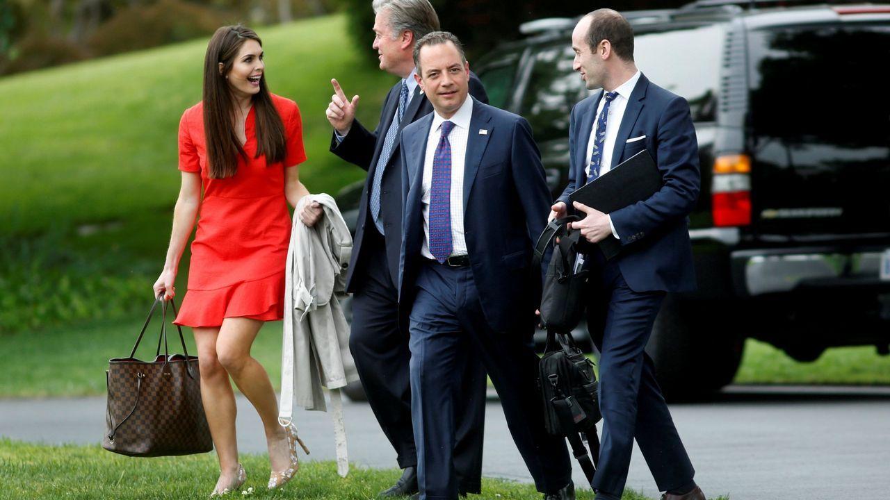 Hope Hicks junto a otros miembros del equipo de la Casa Blanca.