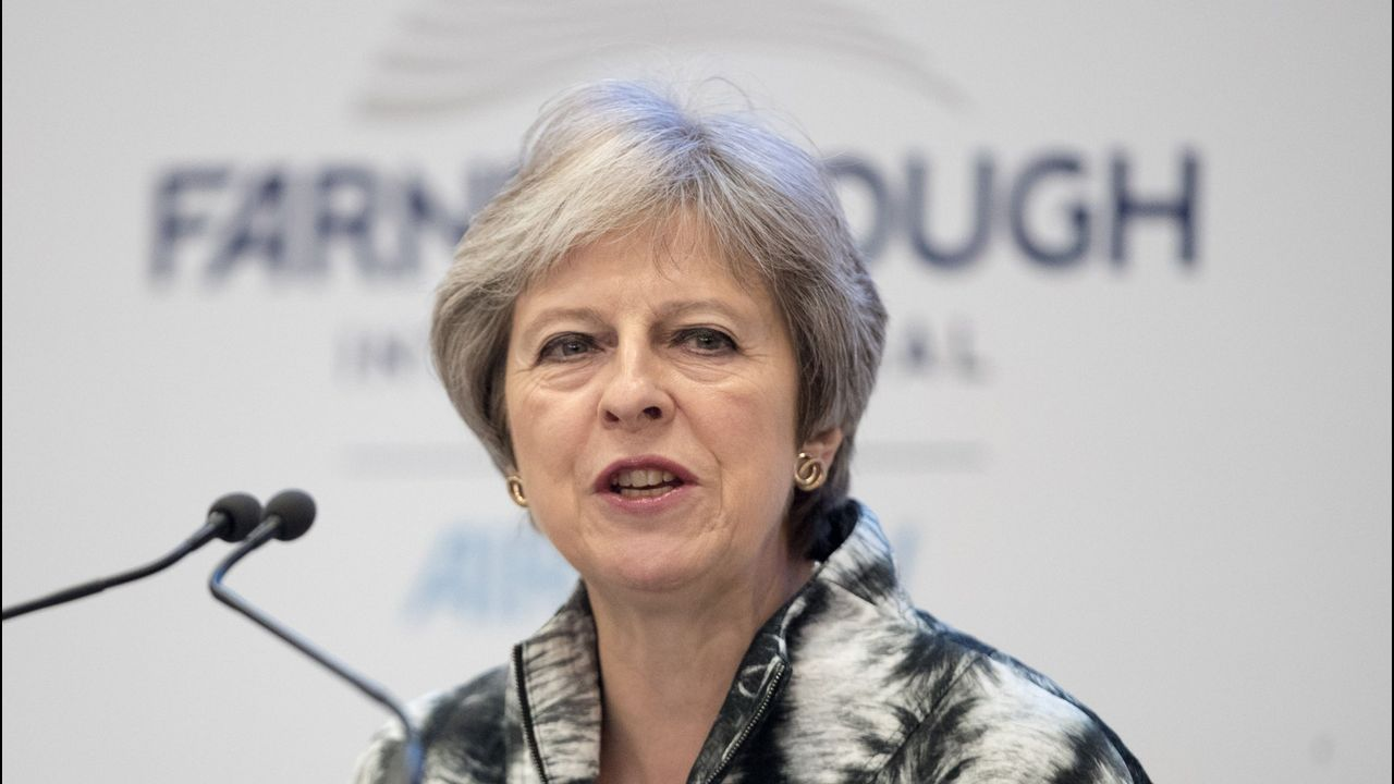 Johnson se está posicionando como alternativa a la primera ministra británica