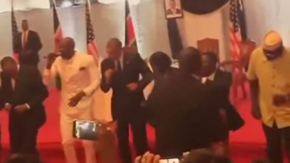Obama bailando.