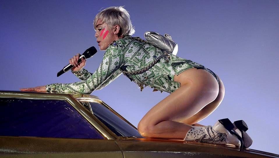 Miley Cyrus durante su concierto en Viena