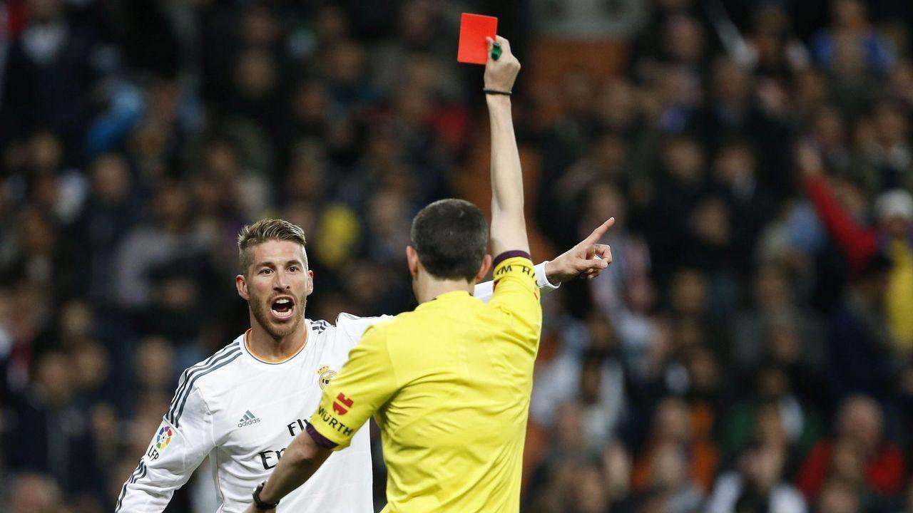 Villa habla de sus experiencias en las concentraciones.Un defensa del Nàstic bloquea el remate de Quique en el último partido en Riazor
