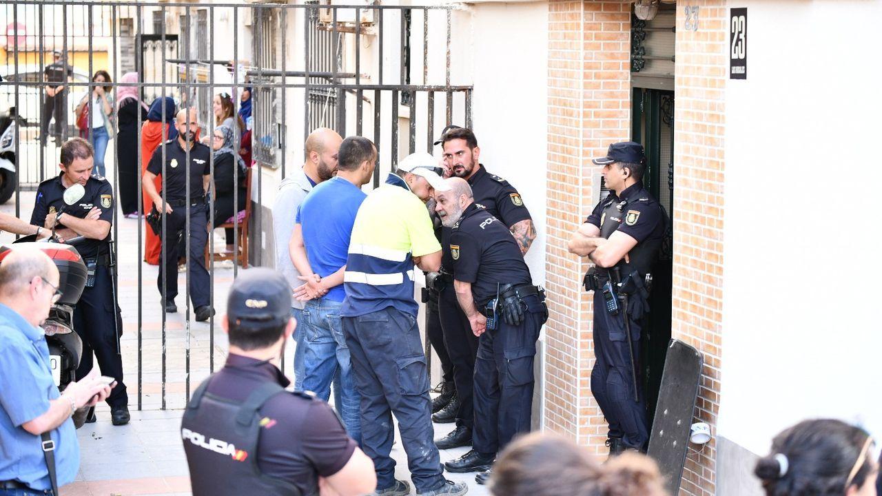 El agente de la Guardia Civil, que en un primer momento se atrincheró dentro de la vivienda, optó por quitarse la vida ante la llegada de los efectivos de la Policía Nacional
