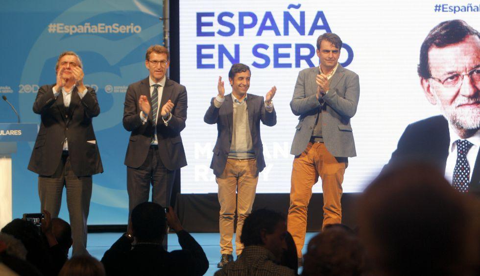 Pelea en Ferrol por una cabeza.Juncal, Feijoo, Rey Varela y Diego Calvo saludando al público desde el escenario del Jofre.