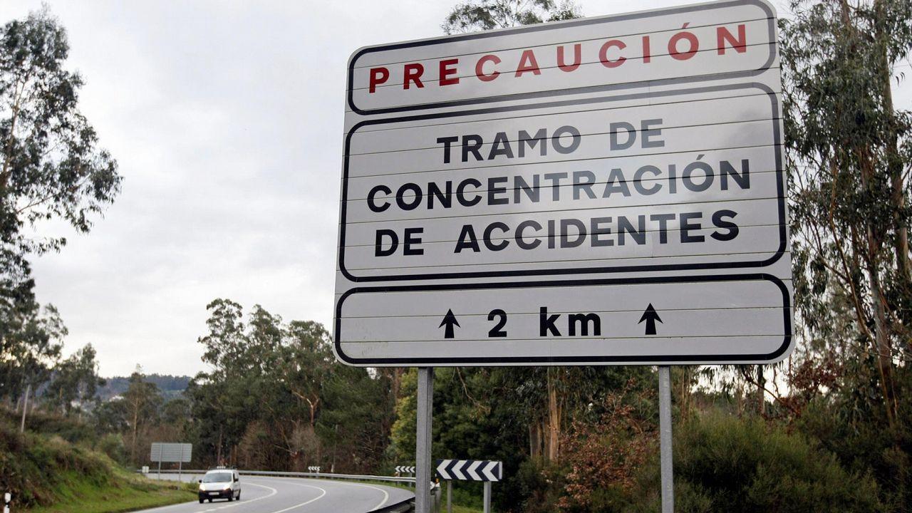 Señal que advierte de un tramo de riesgo en la N-541 en Ourense