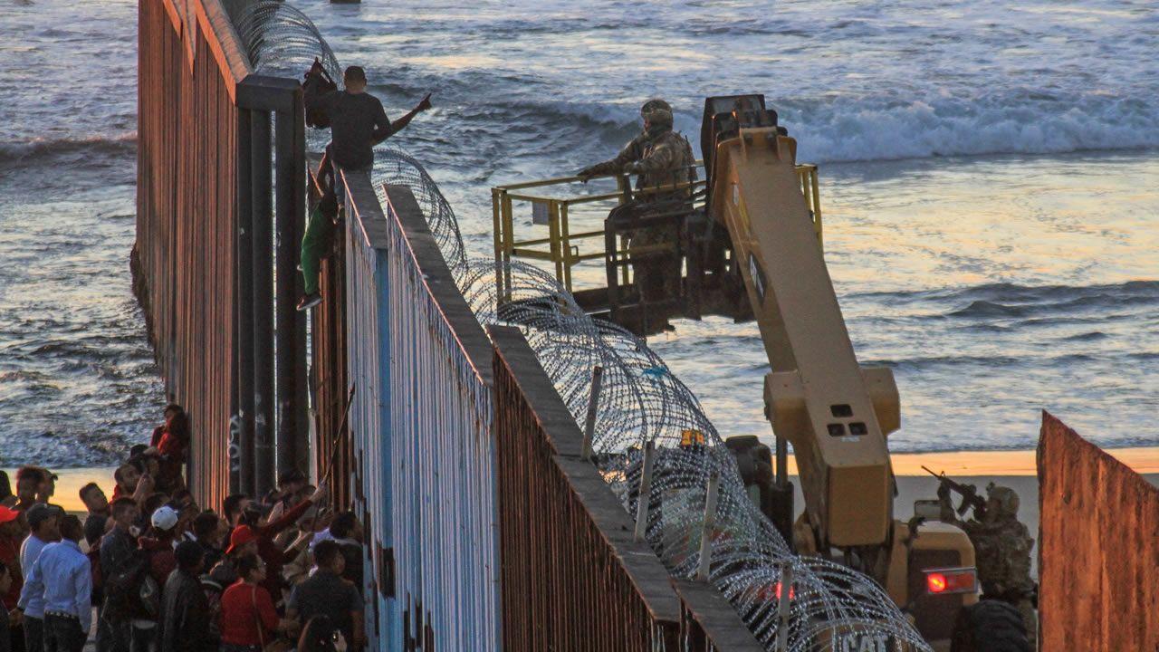 Las elecciones de medio mandato de EE.UU., en imágenes.La primera caravana de emigrantes ha llegado a la frontera de Estados Unidos