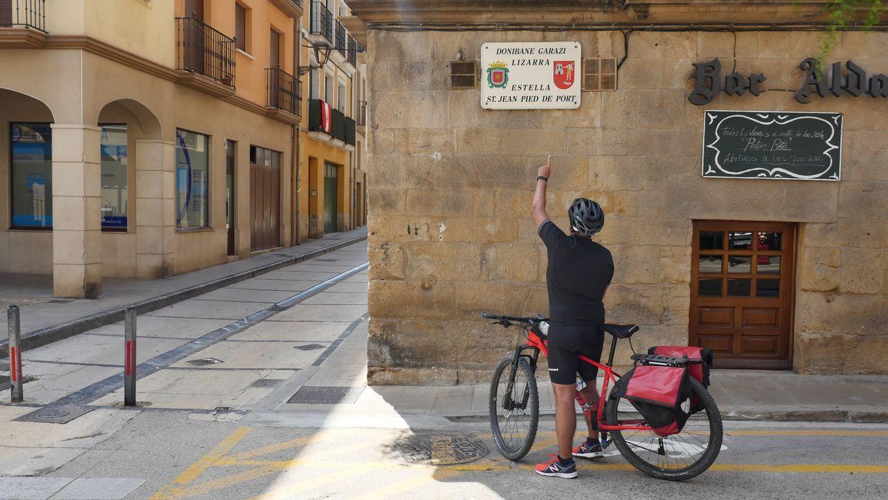 .Llegada del equipo a Estella, la meta de la segunda etapa del Camino desde Roncesvalles