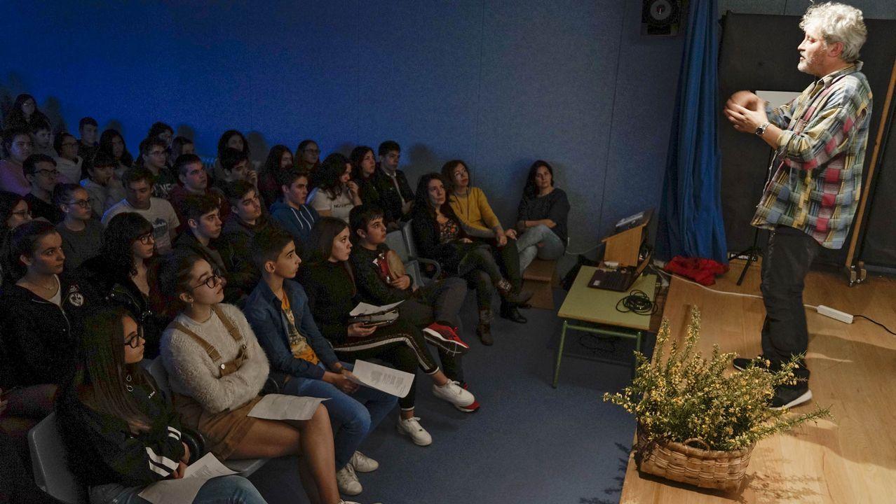 Encontro de Manuel Rivas cos estudantes de Bande no ÍES Aquis Querquernis.La escritora brasileña de raíces gallegas Nélida Piñon