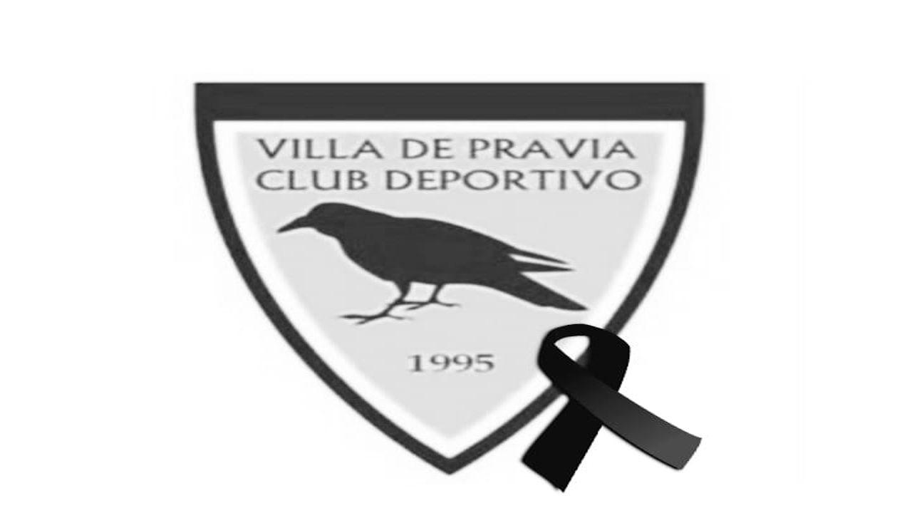 Rocío Rivera explica su topless.Escudo del club Villa de Pravia junto a un lazo negro por la muerte de un jugador de su equipo infantil