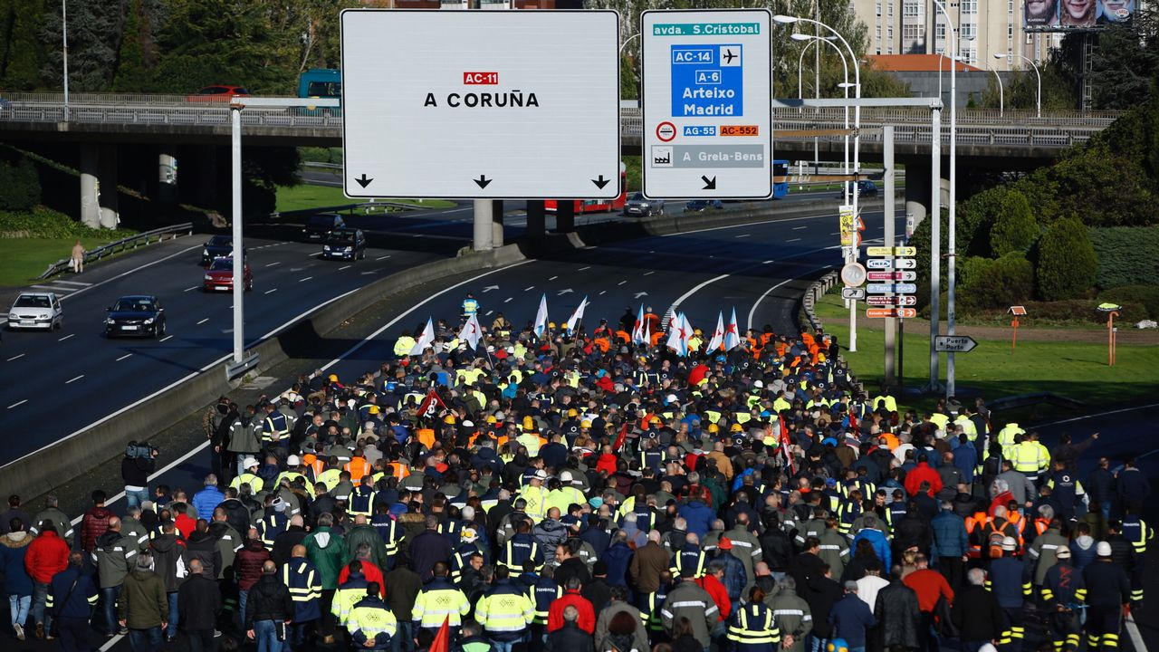 La manifestación de los trabajadores de las empresas auxiliares del naval, en imágenes.Imagen de una manifestación de los funcionarios de justicia en Oviedo
