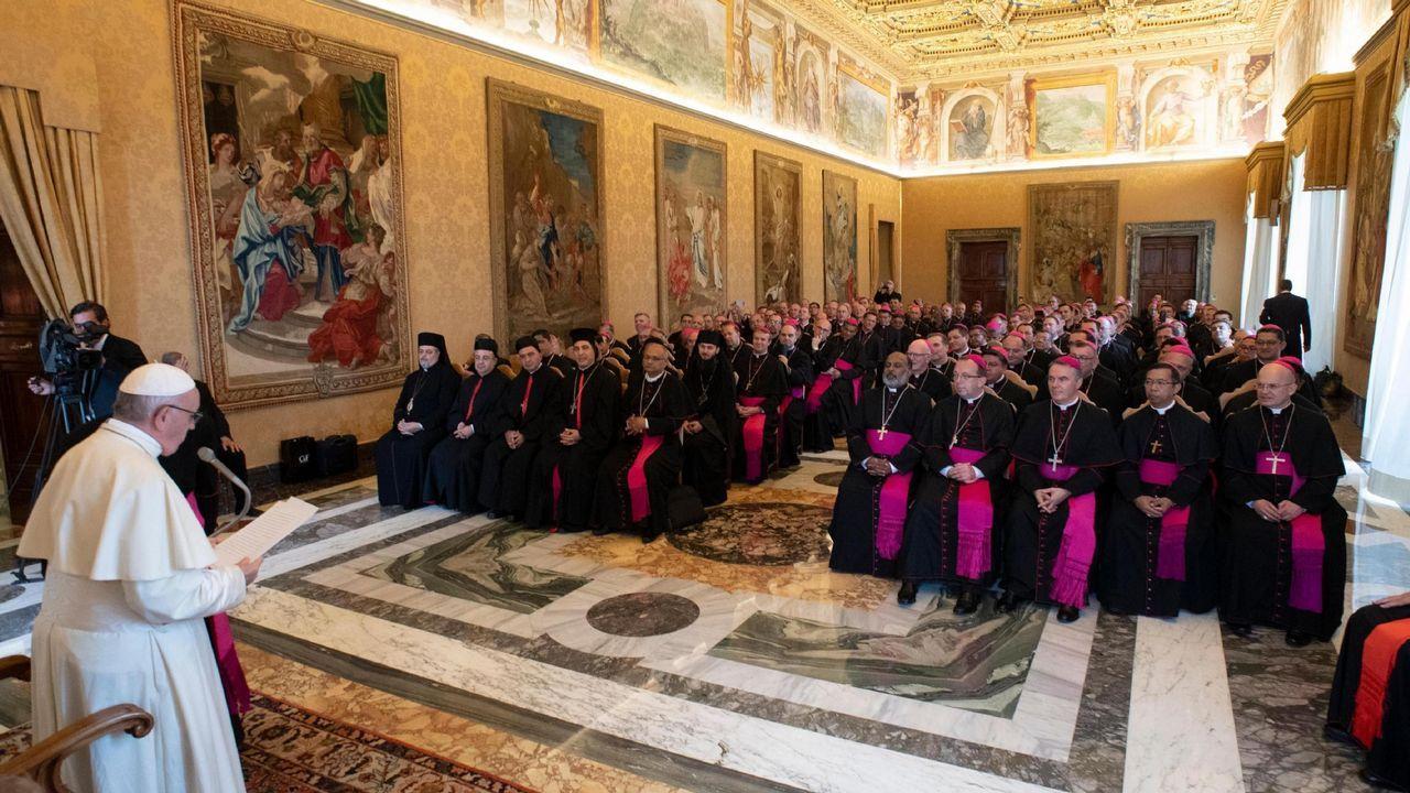 Los obispos reconocen los abusos sexuales cometidos en el seno de la Iglesia.El papa, en una imagen de esta semana