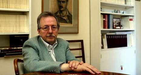 La Voz celebra sus 50 años en Príncipe.Elena Poniatowska, ayer en la Biblioteca Nacional, en Madrid, adonde llegó para recoger el Cervantes.