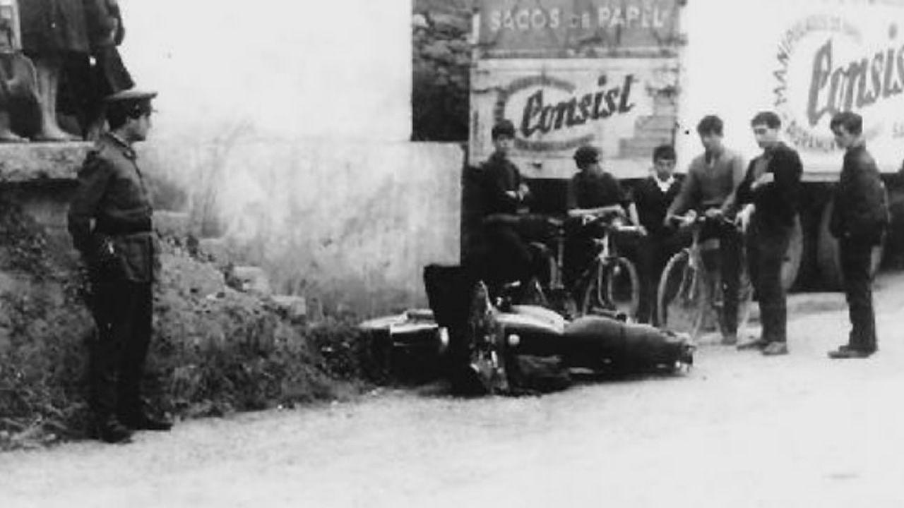 La moto del agente Pardines, en el suelo