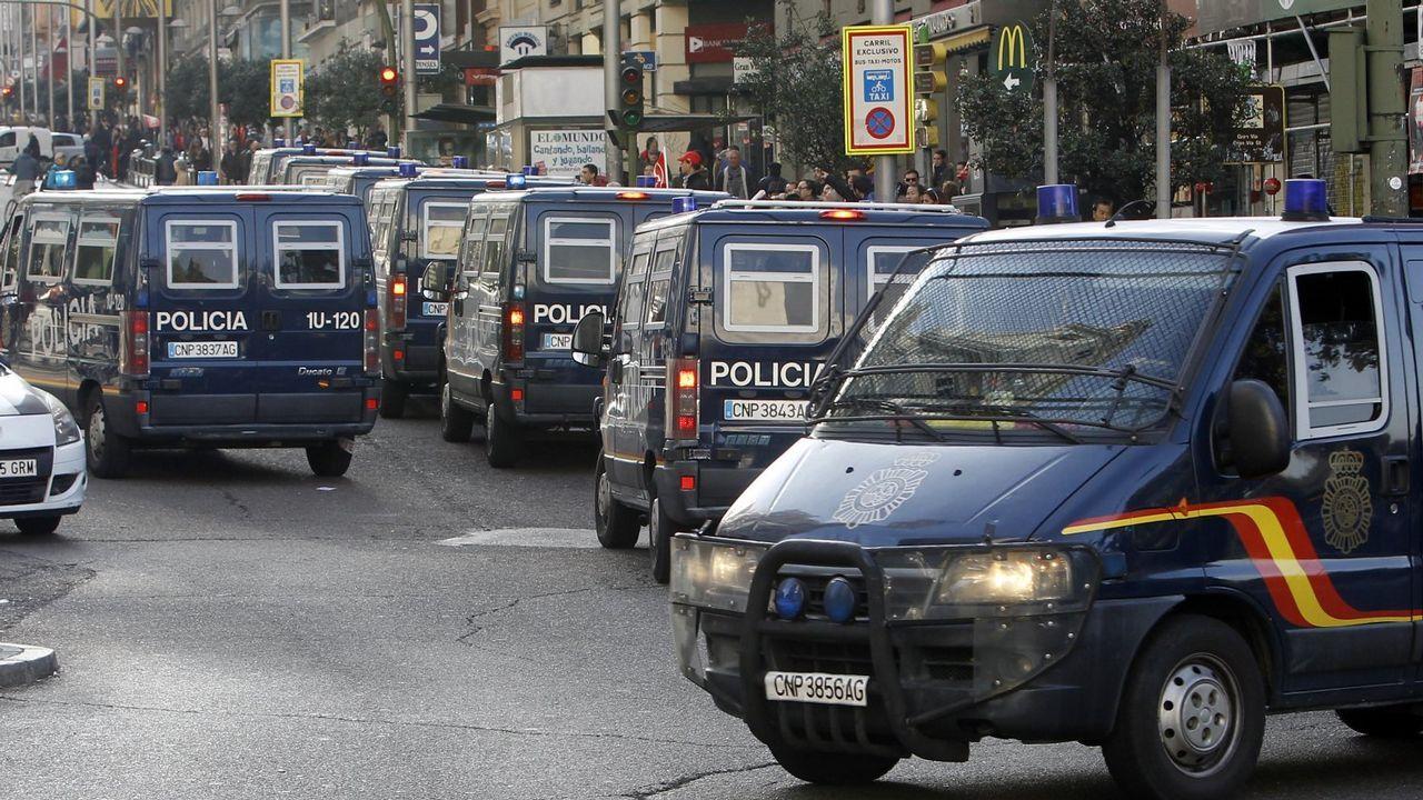 Cae una banda que atracaba a narcos y empresarios haciéndose pasar por guardias civiles.El Molinón
