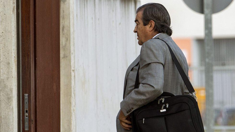 | EFE.El exdirigente popular y exvicepresidente del Gobierno Francisco Álvarez-Cascos, a quien la Policía atribuye las iniciales  P.A.C.  de una personas que recibió dinero de la trama, a su llegada a la sede de la Audiencia Nacional para declarar en una nueva sesión del macrojuicio de Gürtel.