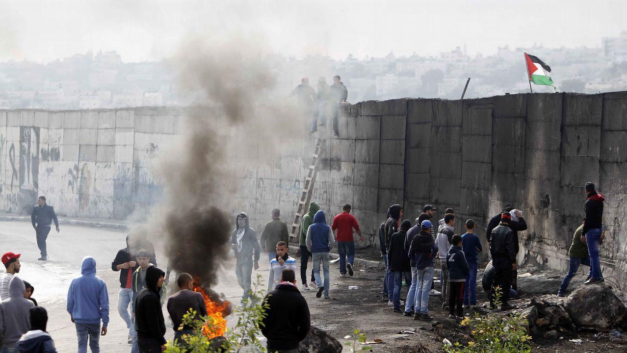 Un detenido en Nueva York tras una explosión en una estación de autobuses.Manifestantes palestinos en Belén