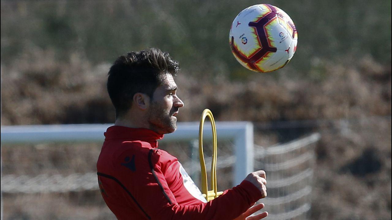 Christian Fernandez Verdes Real Oviedo Albacete Horizontal.Christian Fernandez anota frente al Albacete en el Carlos Belmonte