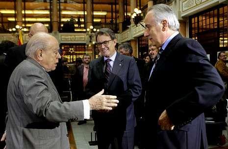 Falangistas revientan un acto de la Diada en Madrid.