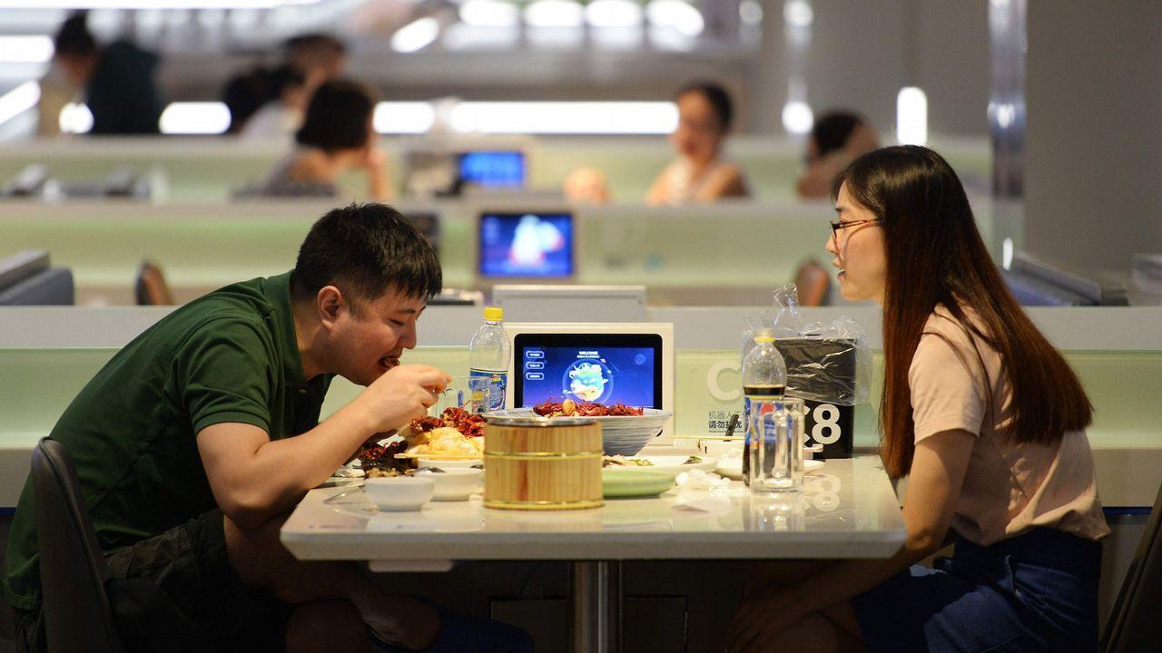 Los líderes de Alibaba y Tencent, Jack Ma y Pony Ma, en un acto reciente en Pekín