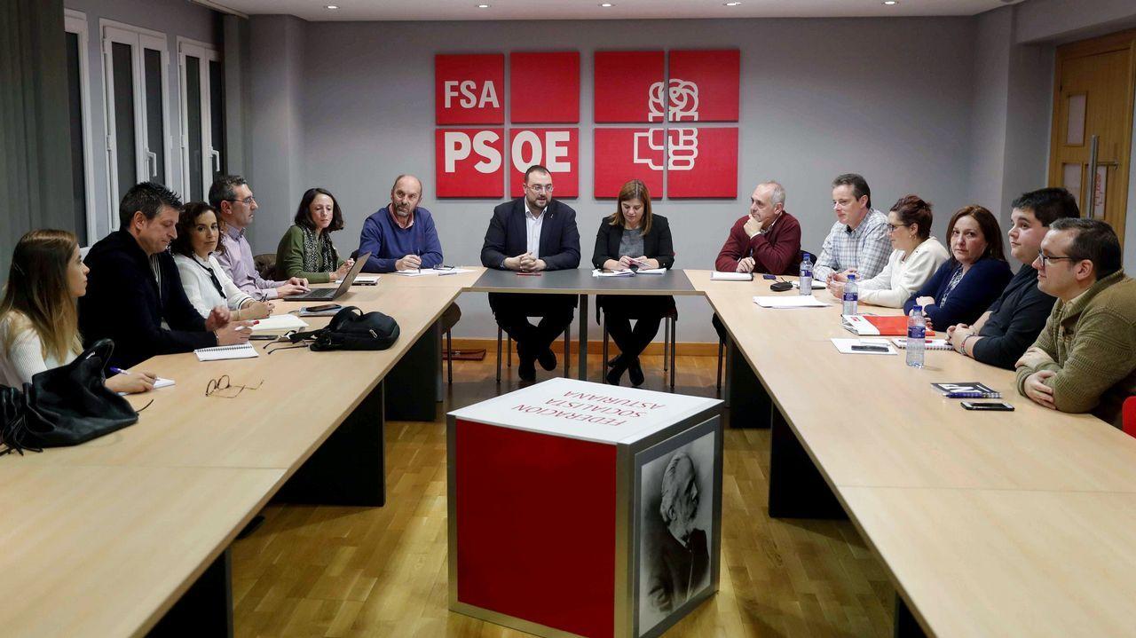 Un año marcado por la moción de censura y la irrupción de la extrema derecha.El secretario general de la FSA-PSOE, Adrián Barbón (c), preside en Oviedo la reunión del Comité Electoral