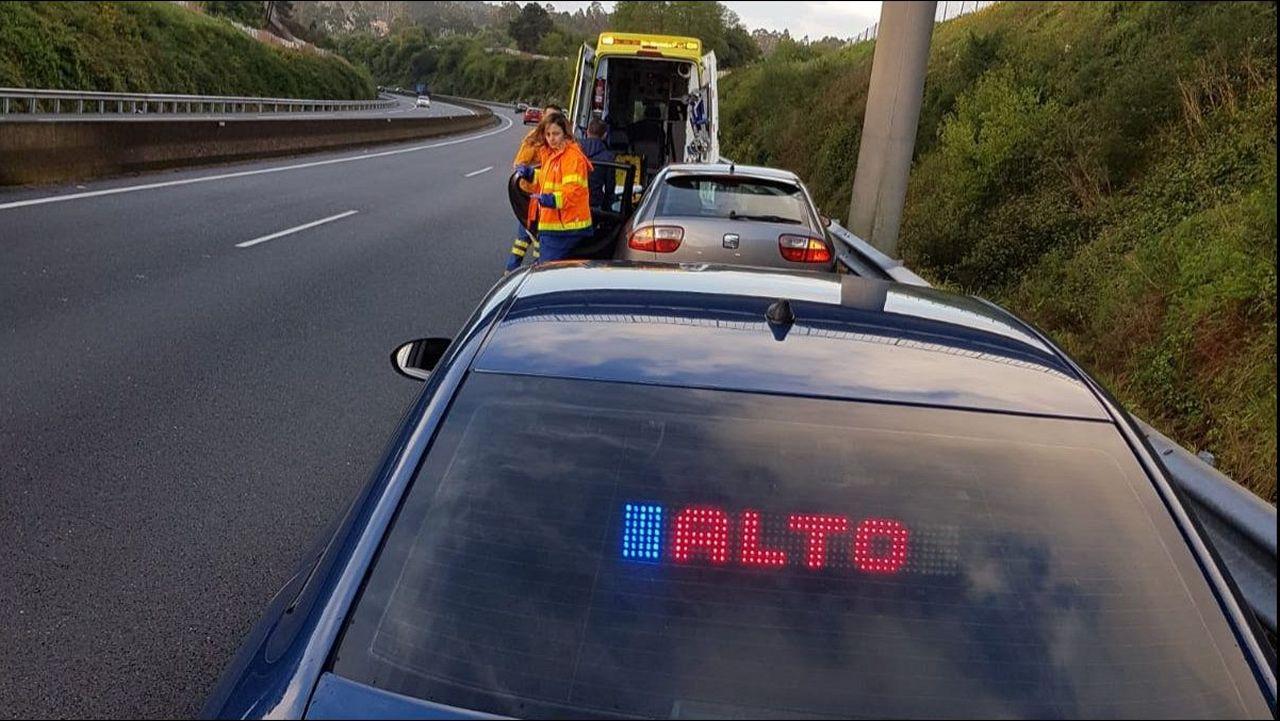 El PSOE hace campaña en el mercado de Vilagarcía.Autovía A-52 sentido Madrid