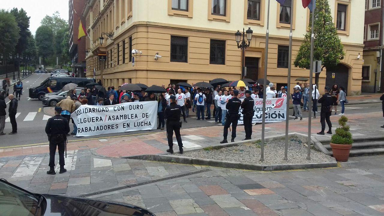 Los trabajadores de Duro Felguera protestan el día de la junta de accionistas de la empresa
