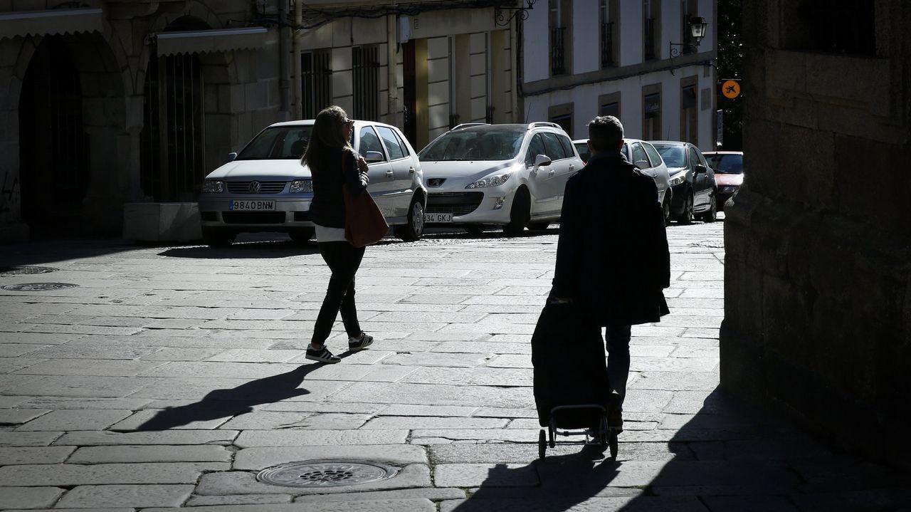 Los copos de nieve se dejan ver en A Coruña y su comarca.ALBERTO MARTÍ EN UNA EXPOSICIÓN SOBRE SU OBRA EN EL AÑO 2011