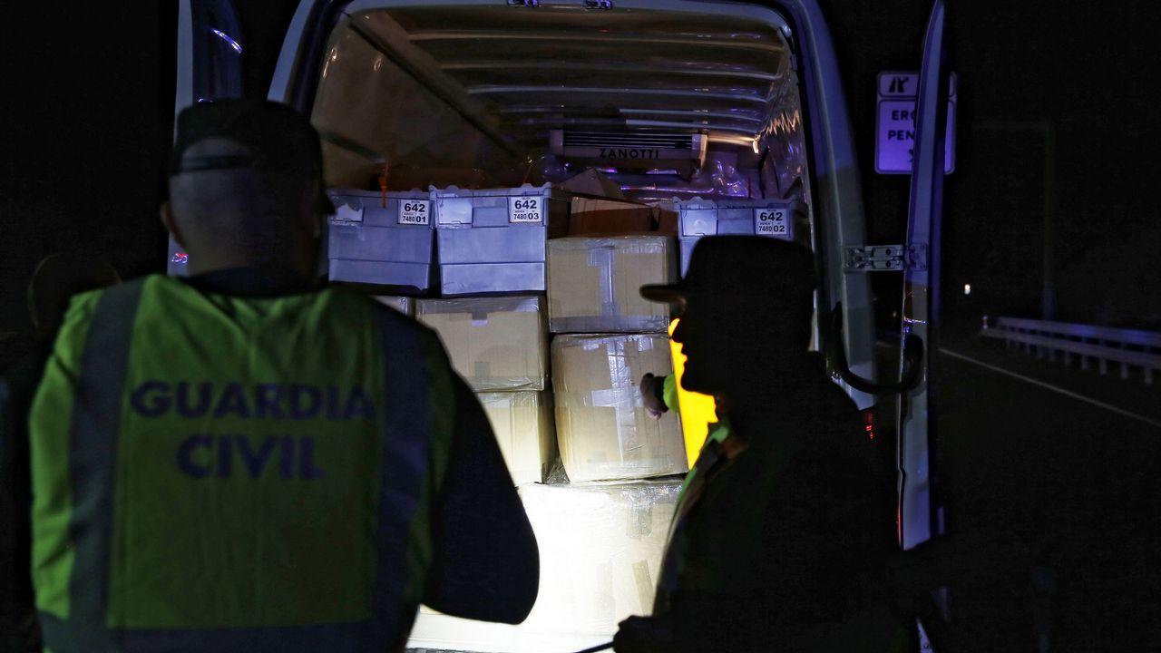 Conduciendo a los 80 años.Pistola decomisada a los dos atracadores de bancos apresados en Barcelona en una operación conjunta de la Policía Nacional y los Mossos