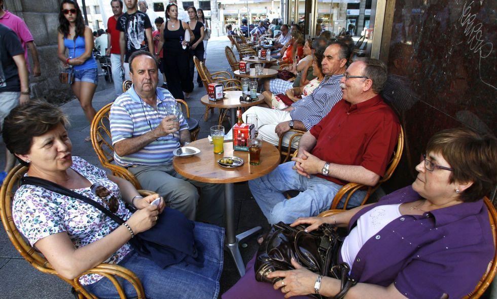 Resolvemos tus dudas sobre la renta.El Padre Ángel, junto al «Pelobús», en Gijón