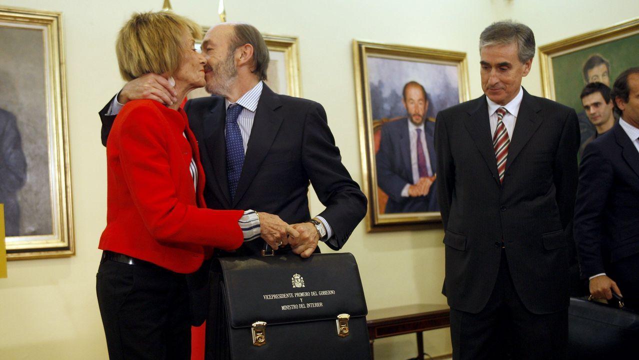 En la toma de posesión en 2010 como vicepresidente primero. Traspaso de carteras con Fernández de la Vega