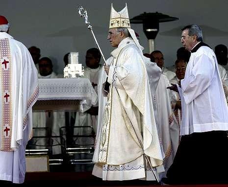 Cruz Crucifijo.Antonio María Rouco Varela durante la Fiesta de la Familia, en diciembre pasado en Madrid.