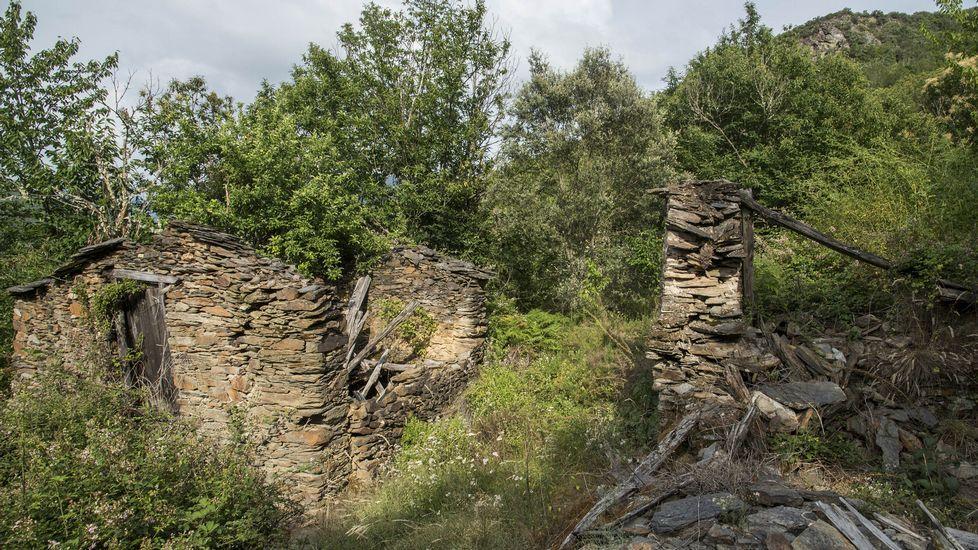 Una visita en imágenes a una aldea arruinada y olvidada.