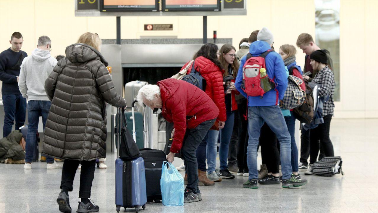 Ataque racista en un vuelo de Ryanair.Ezequiela Rodríguez,  Pedro Leal, Carmen Fernández, Pedro de Rueda, Armando Fernández, Lorena Gil Álvarez y Ramón Villa