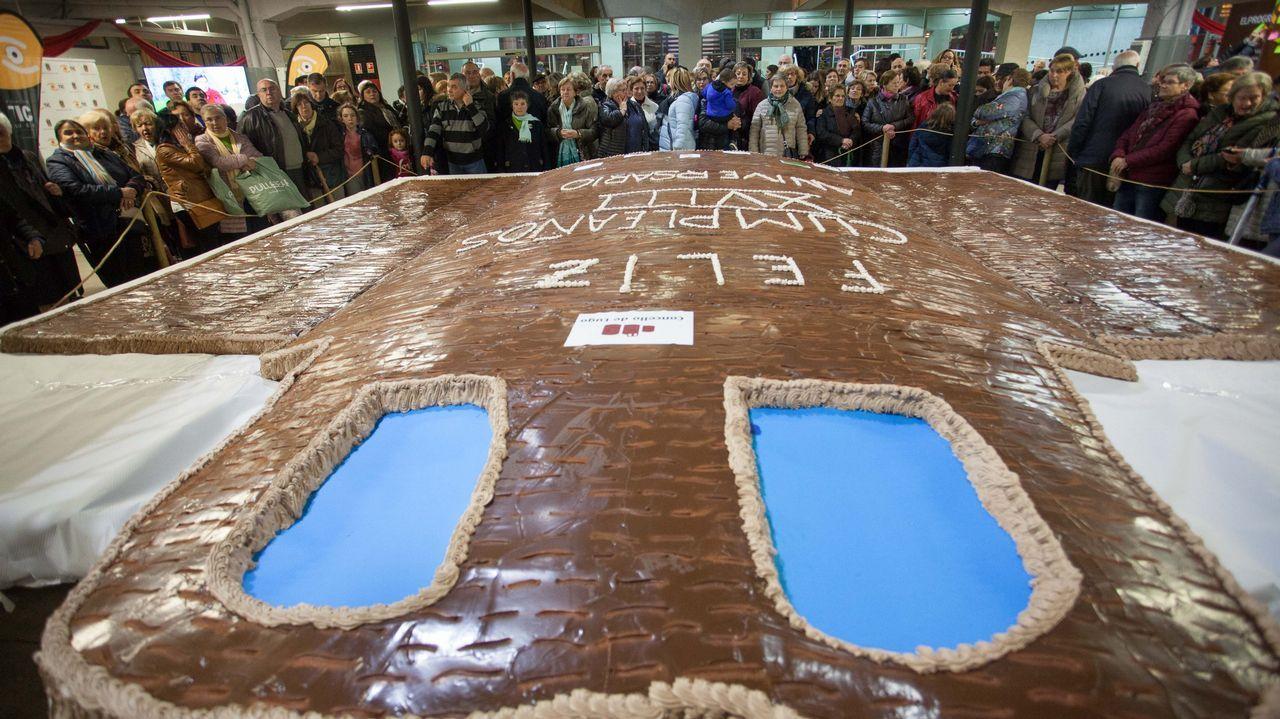 Tarta gigante para celebrar 18 años de la Muralla como patrimonio mundial.Congreso Musapalabra en el Museo Provincial de Lugo