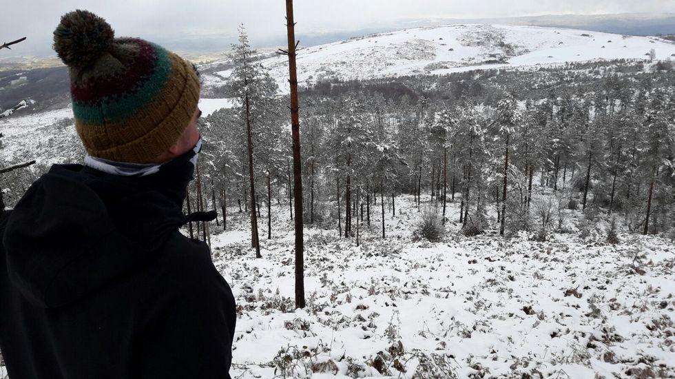 El paisaje quedó teñido de blanco en la subida al monte Faro
