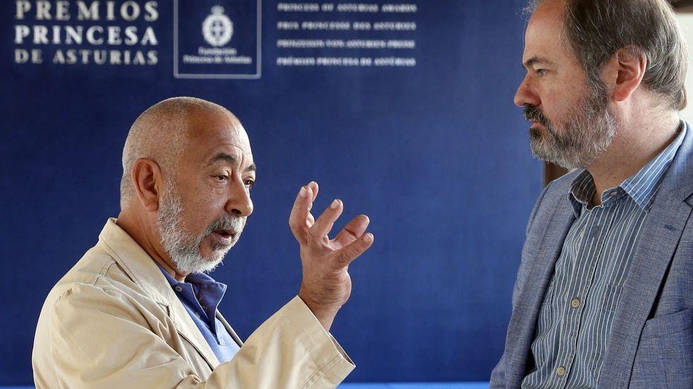 .Leonardo Padura, junto a Juan Villoro, en el hotel de la Reconquista, jurados ambos del Premio Princesa de las Letras 2018