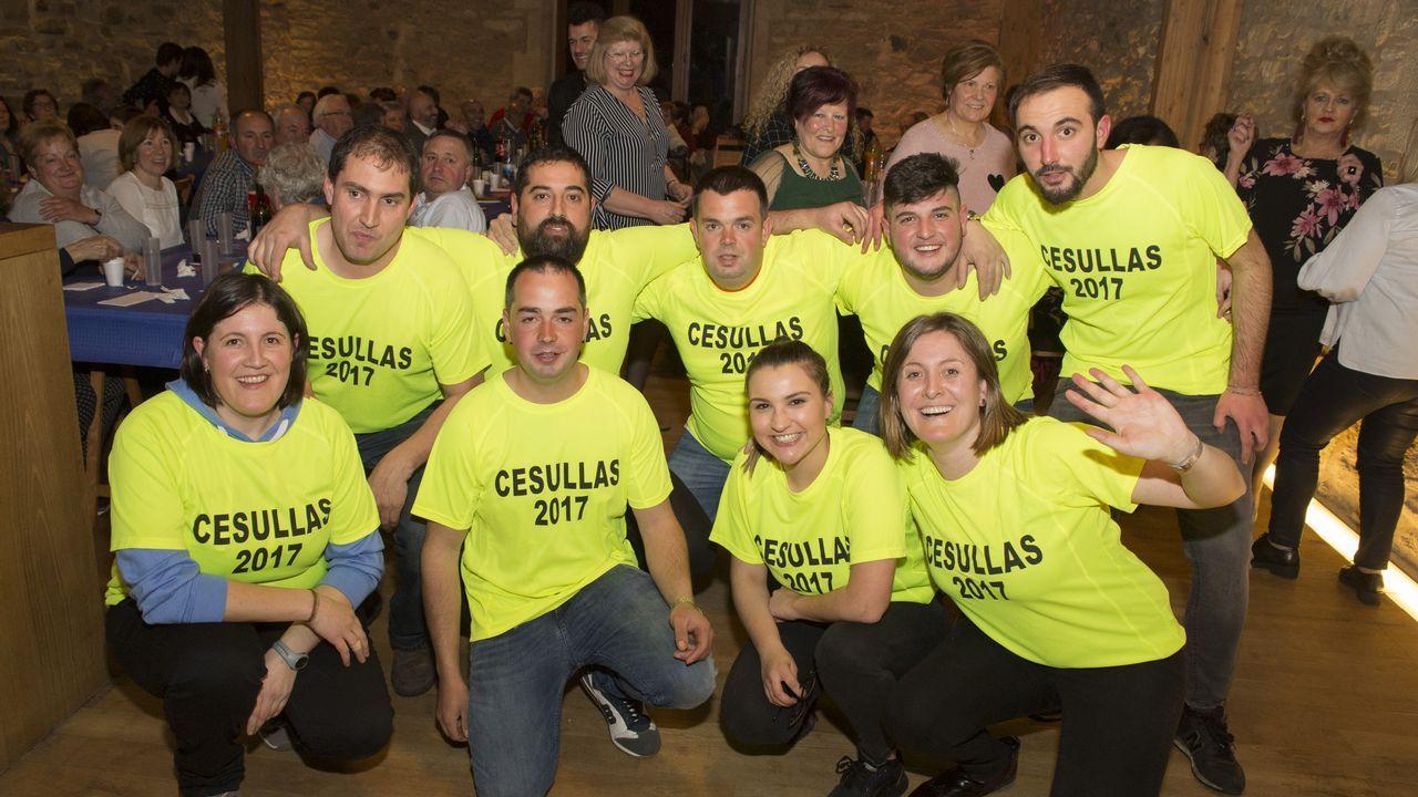 La comisión de fiestas de Cesullas se fue de cocido... ¡y así se lo pasaron!.