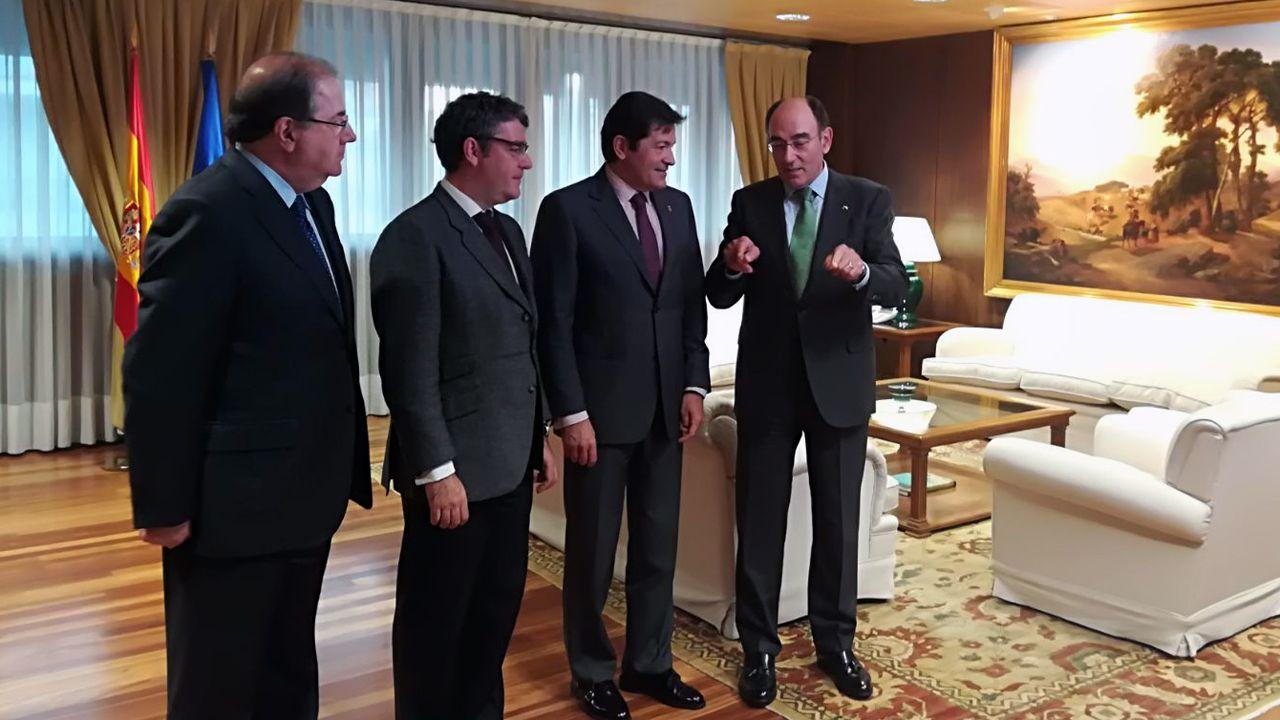 El presidente de Castilla y León, Juan Vicente Herrera, el ministro de Energía, Álvaro Nadal, el presidente de Asturias, Javier Fernández, y el presidente de Iberdrola, Ignacio Galán