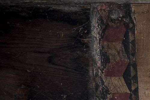 Artesonado con pinturas en la iglesia de Pinol