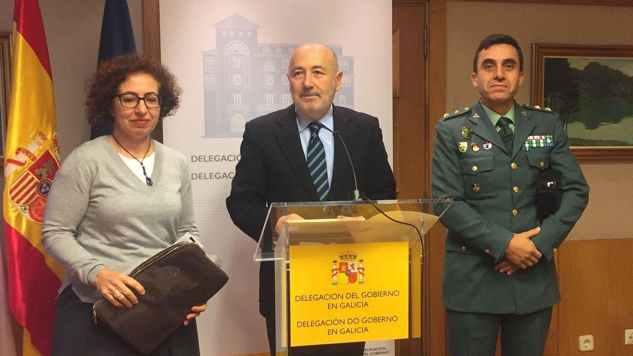 El delegado del Gobierno, entre la coordinadora de la DGT y el jefe de la Guardia Civil de Tráfico en Galicia