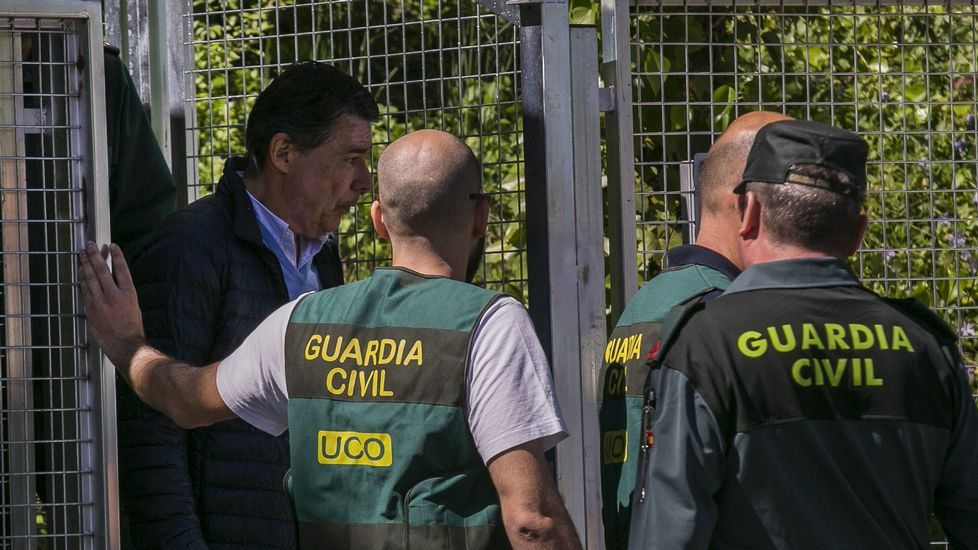 Ignacio González acude a declarar ante el juez.El presidente del Gobierno, Mariano Rajoy, charla con su homólogo uruguayo, Tabaré Vázquez, durante su visita a Montevideo