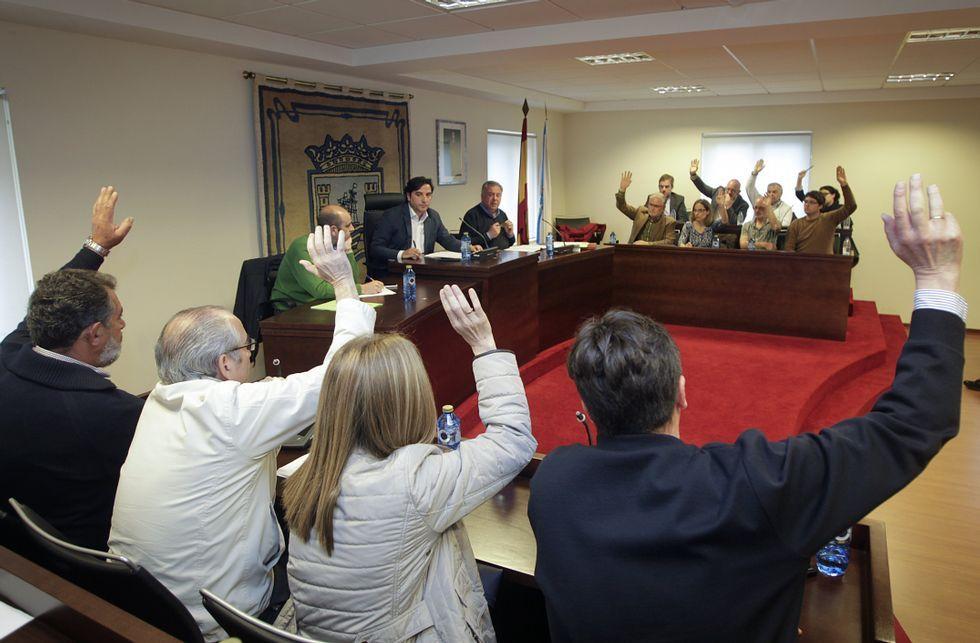 Los tres grupos de la oposición aprobaron el voto particular del BNG.