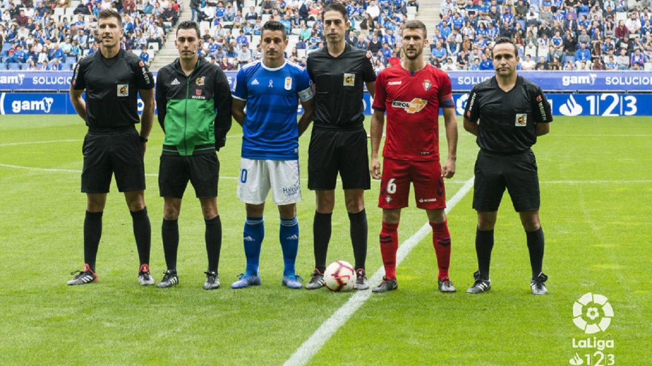 Fabbrini Real Oviedo Albacete Carlos Tartiere.Bikandi Garrido, en el centro, antes del Oviedo-Osasuna
