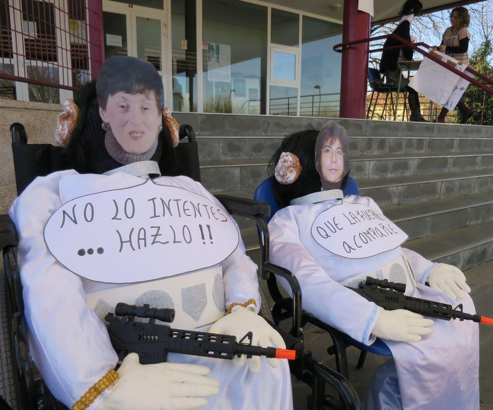 Breogán Rioboo se aferra al cargo.Comadres de Auxilia, en sillas de ruedas y bien armadas