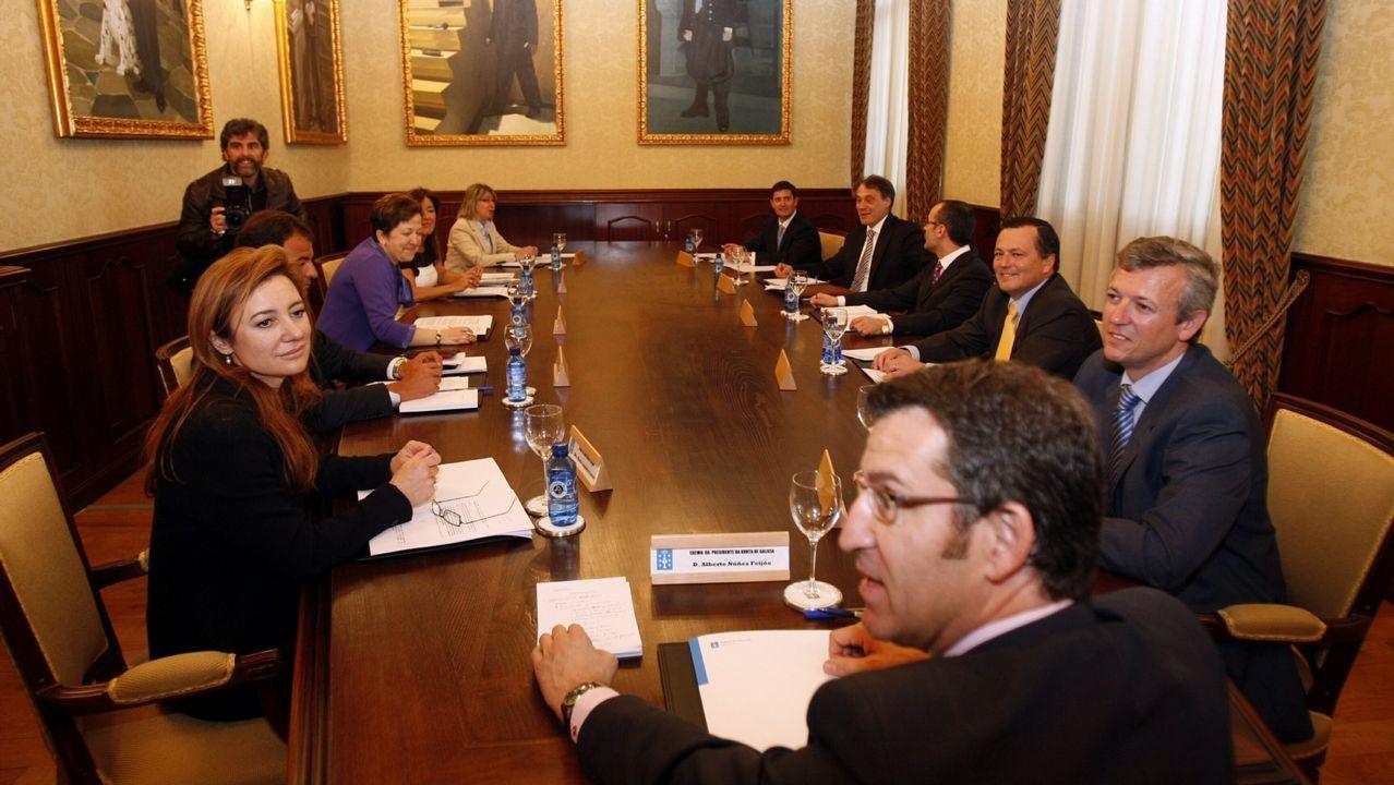 Feijoo y sus conselleiros en su primer consello de la Xunta el 20 de abril del 2009.