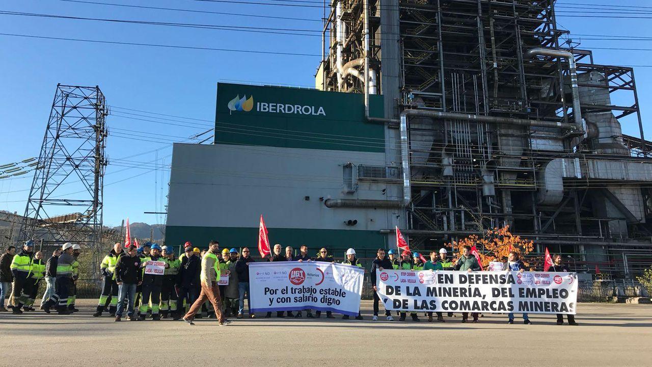 Centro de menores de Sograndio.Trabajadores de Iberdrola durante las protestas